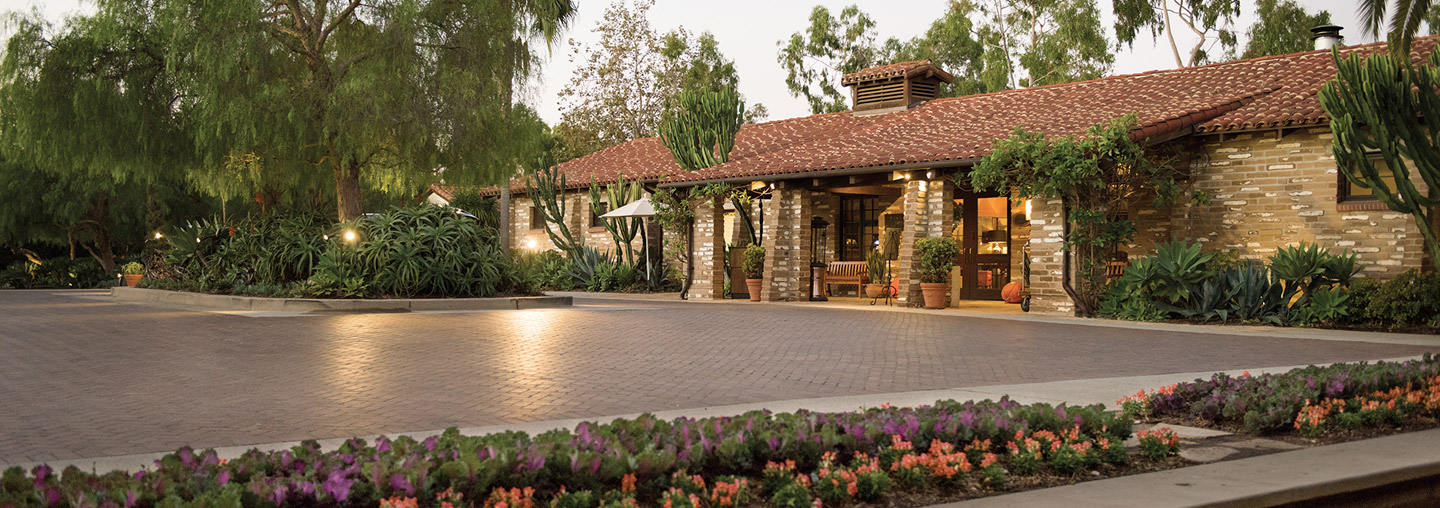 Outdoor view of lobby and driveway