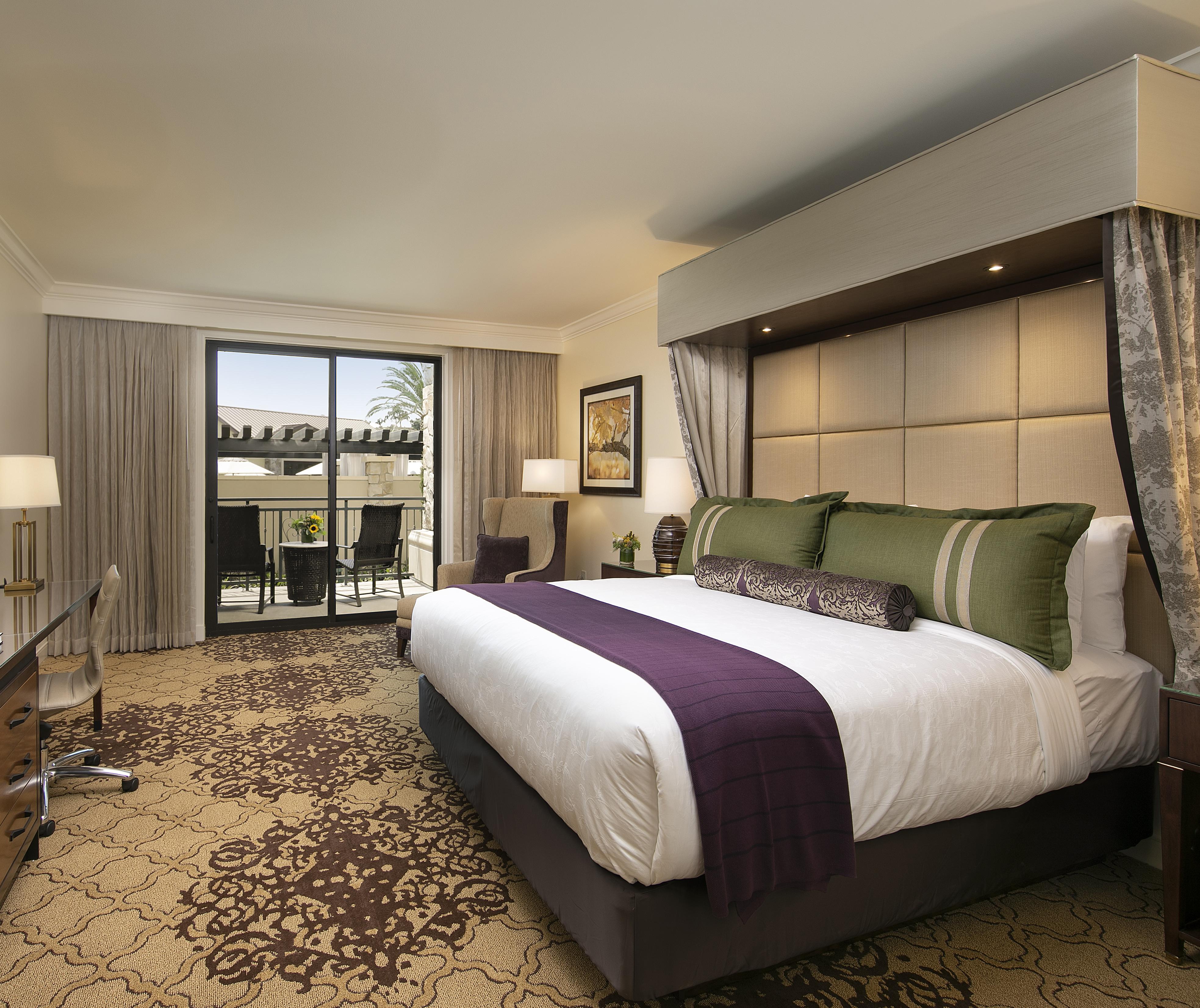 Vista Collina Deluxe King Hotel Room